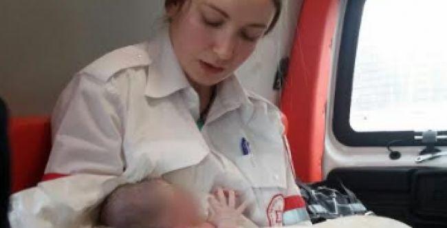 אמבולנס אחד, משמרת אחת, שתי לידות
