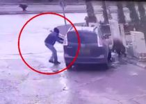 לא ייאמן: הרכב נגנב מול עיניו של הנהג. צפו
