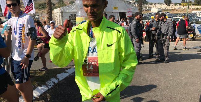 צפו: מנצח מרתון טבריה באמירת שמע ישראל