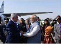 """נתניהו נחת; מודי קיבל את פניו: """"ברוך הבא להודו"""""""