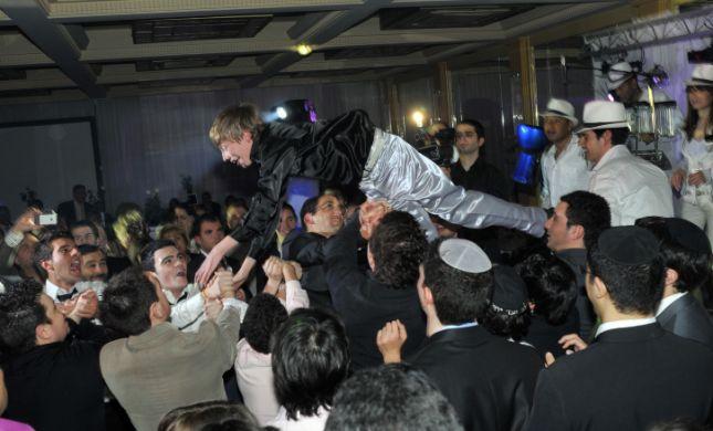 במהלך בר המצווה: הריקוד עם החתן הפך לאסון