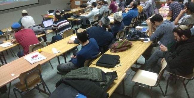 לימוד מרחוק: רואים עולם במכללת הרצוג