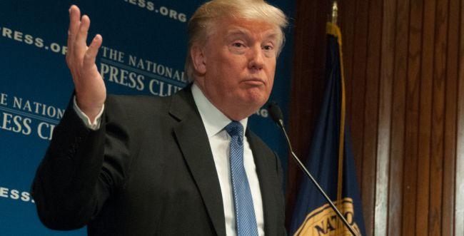 """טראמפ מציג: אלו הזוכים בטקס """"פרסי הפייק ניוז"""""""