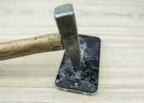 הרב פסק: מצווה לשבור את האייפון של חבר שלכם