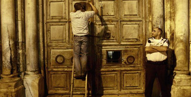 בזכות החוק של רחל עזריה: כנסיית הקבר נסגרה