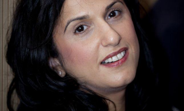 אחרי הפרס לדוד גרוסמן, הסופרת במתקפה על בנט