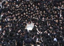 """צפו: רבבות השתתפו בהלוויתו של הרב אויערבך זצ""""ל"""