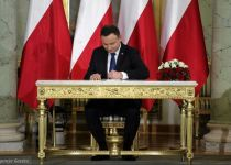 היום הגורלי: האם נשיא פולין יאשר את חוק השואה?