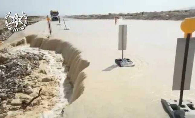 צפו: שטפון בים המלח חסם את התנועה בכביש 90