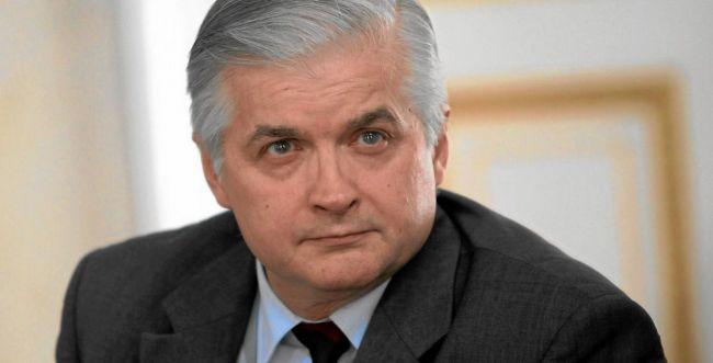 ראש ממשלת פולין לשעבר תוקף את החוק של מדינתו