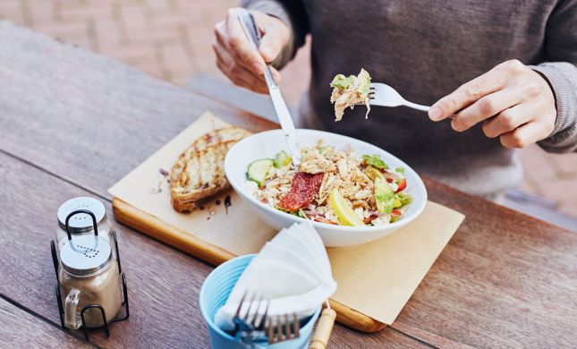 החוקרים מגלים: זה הזמן הכי גרוע לארוחת צהריים
