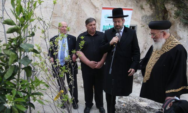 צפו: הרב דוד לאו בברכת האילנות באוניברסיטה