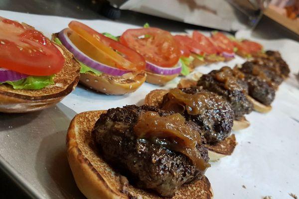 ממפיס: ההמבורגר בעל החזון| ביקורת מסעדות