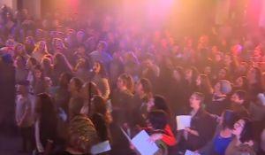 דיבור נשי, מבזקים, סרוגות צפו: מאות בנות סרוגות בתשובה לרבנים