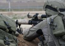 עשרות פלסטינים במחאות אלימות בעזה; מחבל נהרג