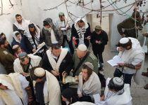 בקבר יהושע בן נון: עשרות קראו מגילת אסתר