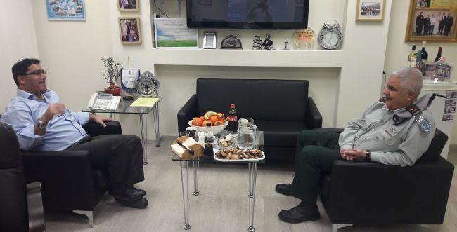 """שיתוף פעולה בין צה""""ל לשירות הלאומי: ראש אכ""""א בפגישה עם ג'רבי"""
