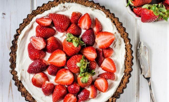 סוף עונת התותים: מתכון לעוגת שבת מסכמת