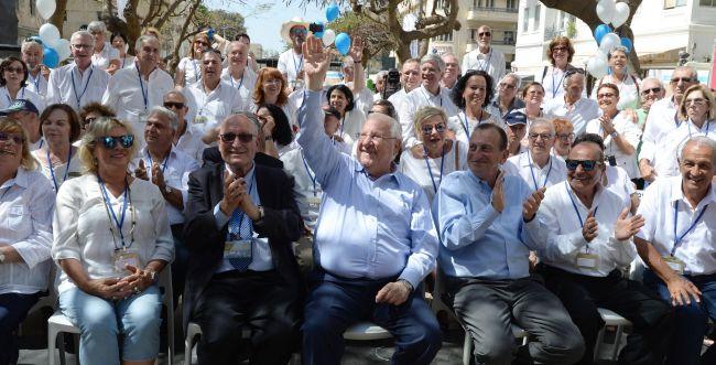 מרגש: הנשיא חגג יום הולדת ל-70 אזרחים מיוחדים