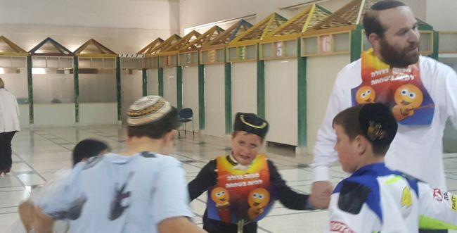 מרגש: תלמידי בית הספר במבצע תרומה לפורים