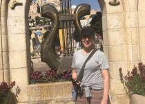 רגע לפני הנאום: הכוכבת ההוליוודית עוצרת בירושלים הקדומה