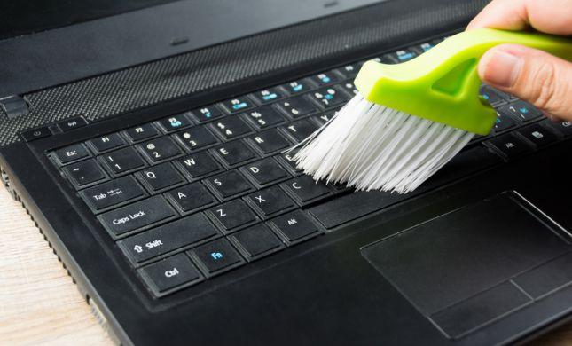 ניקיון טכנולוגי: אפל תשיק מקלדת שמנקה את עצמה