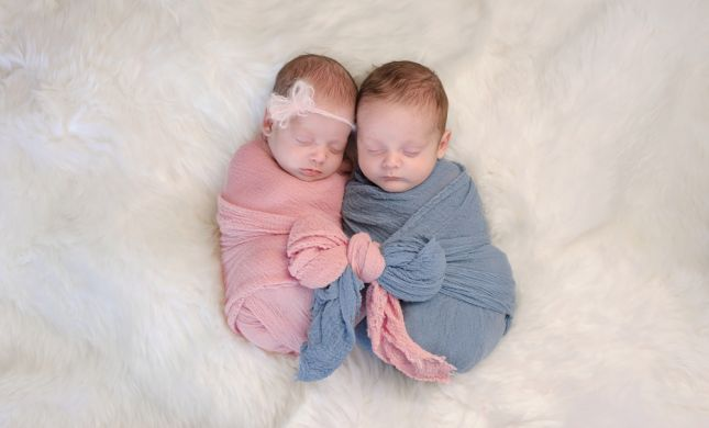 איך מניקים כשיש תאומים?