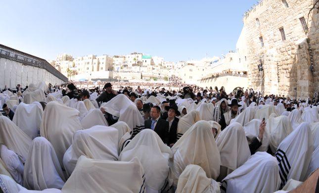 צפו: אלפים בברכת הכהנים המסורתית