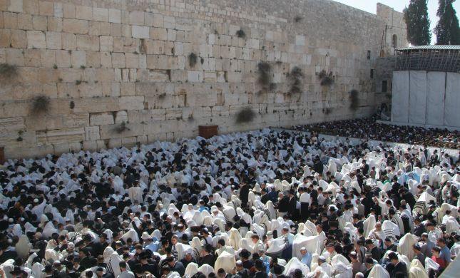 מחר בכותל המערבי: המונים בברכת הכוהנים המסורתית
