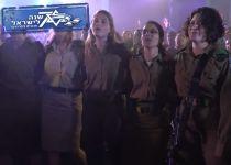 צפו: מאות חיילות דתיות משיבות לרבנים בשירה
