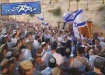 צפו: אלפים בתפילת ליל יום העצמאות בכותל המערבי