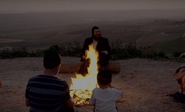 צפו: כשסיפורו המרגש של הרב קרליבך הפך לשיר