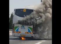 תיעוד דרמטי: תלמידים נמלטים מאוטובוס בוער. צפו