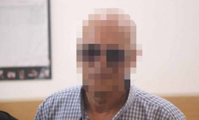 אביו של זמר מפורסם נעצר בחשד לעבירות מין בצעירה
