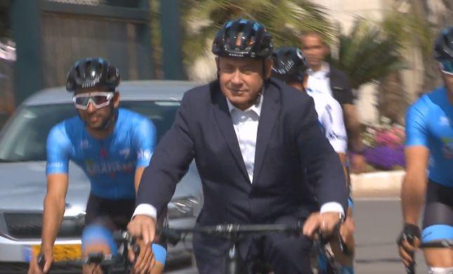 ענק: את נתניהו על אופניים כבר ראיתם?• צפו
