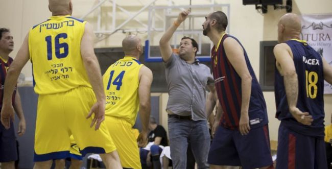 """מכבי ת""""א ניצחה את ברצלונה במשחק ראווה בשומרון"""