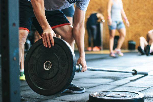 איך להתאמן נכון מבלי להיפצע – המדריך המלא