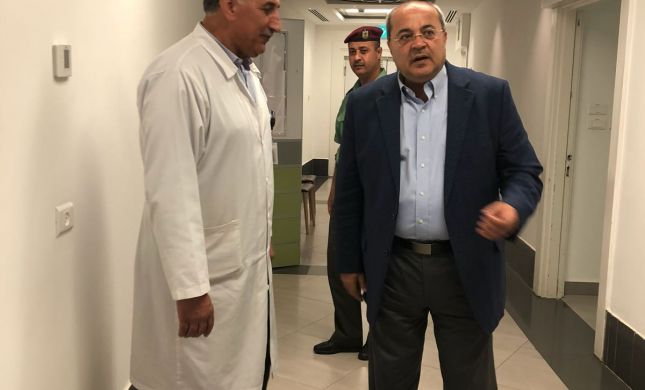 """צפו: ח""""כ טיבי ביקר את אבו מאזן ברמאללה"""
