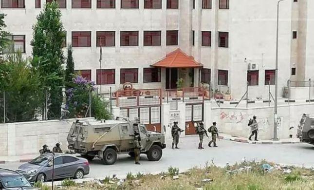 """בתגובה לרצח הלוחם: כוחות צה""""ל במצור על המחבל"""
