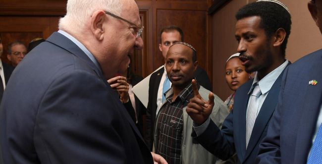 ריבלין נחת באתיופיה; להעלות את המשפחות לישראל