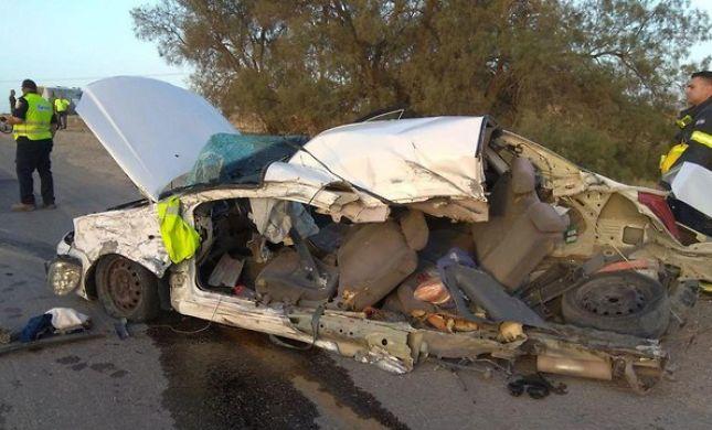 רכב חצוי לשניים:שני הרוגים מפגיעת אוטובוס בדרום