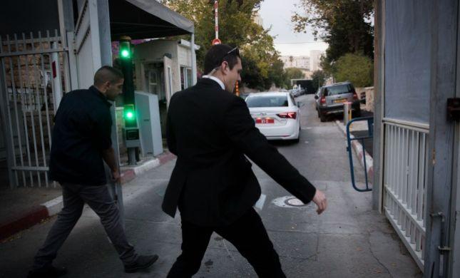 רימוני עשן הושלכו לעבר ביתו של נתניהו בקיסריה
