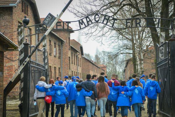 """""""מסעות הנוער למחנות ההשמדה בפולין- צביעות"""""""