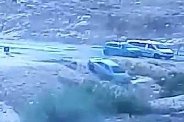 צפו: הרכב של 'אספקלריא' הידרדר לתעלה