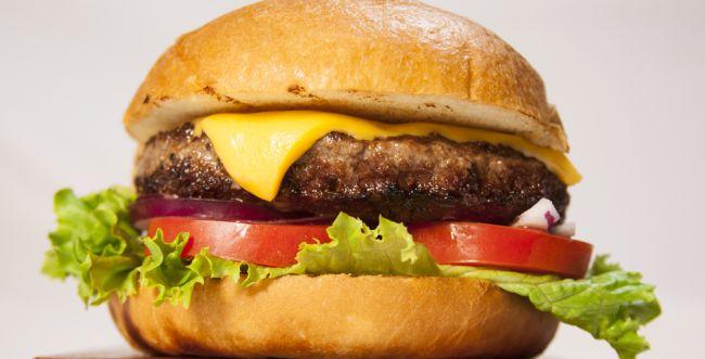 """שו""""ת: האם מותר לאכול את הצ'יזבורגר הכשר?"""