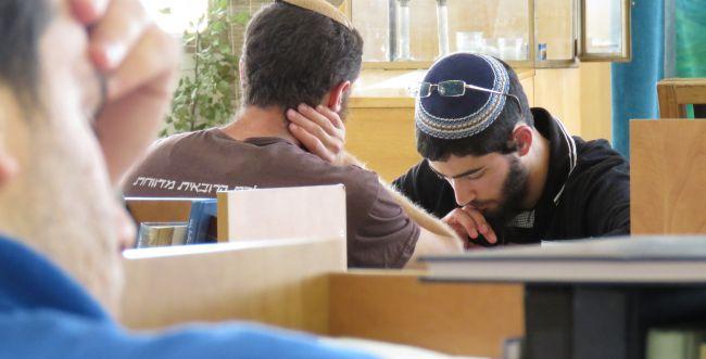 """מאות בני נוער במחנה לזכרו של הרב איתמר בן גל הי""""ד"""