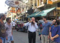 """להיזהר בכבוד המלך אבל לאכול כשר: כל האפשרויות בבית חב""""ד בנגקוק"""