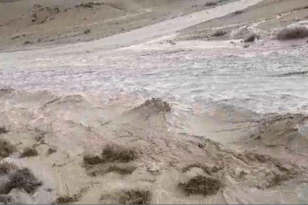 תיעוד מרהיב: שטפונות פתע בנחל דרגות. צפו