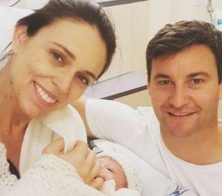 הורות ולידה, סרוגות מזל טוב: ראש ממשלת ניו זילנד ילדה את בתה הבכורה