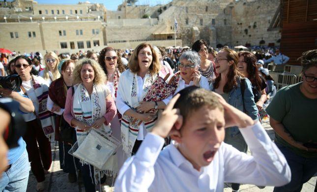 מהומת ענק בכותל: נשות הכותל פרצו לרחבת הנשים
